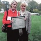 gardeners-conservation-award-helen-elkins-w-cathy-decker